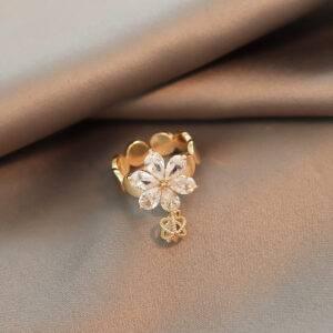 Bague forme fleur joaillerie